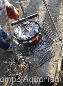 鳥の丸焼き ダッチオーブン トライポッド