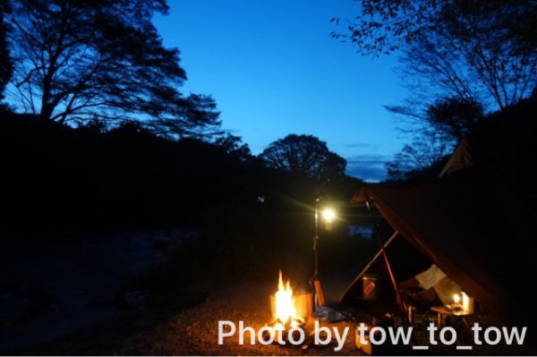 CAZUキャンプ場夕暮れ 焚き火