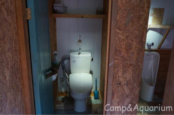ほったらかしキャンプ場区画サイトトイレ