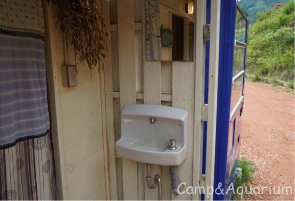 ほったらかしキャンプ場区画サイトトイレ手洗い