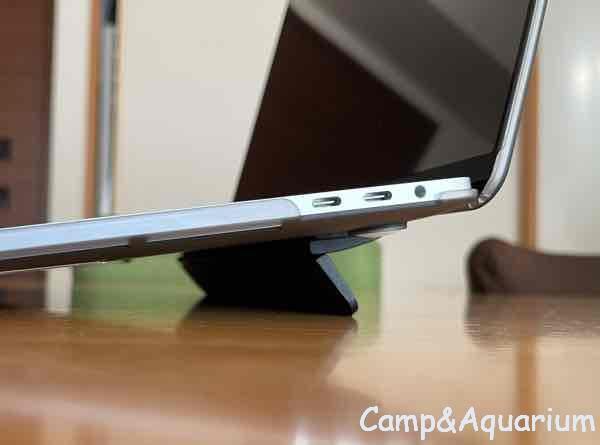 Bluelounge kickflipとMacBook Pro